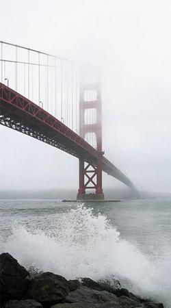 Мост Золотые Ворота во время тумана